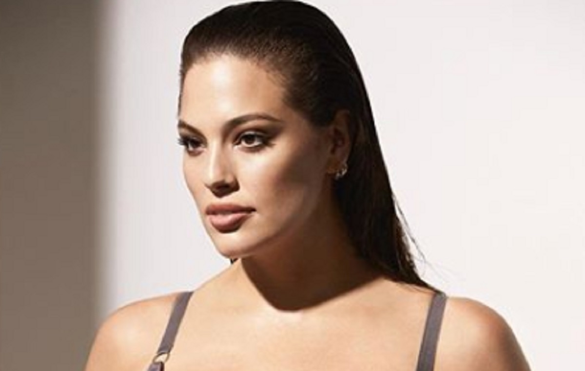 Ashley Graham, mannequin taille plus, fait fureur dans le Sports Illustrated